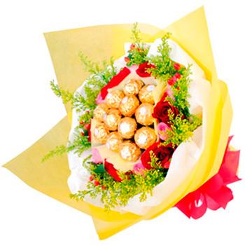 Flowers With Ferrero Rocher Hand Bouquet 08